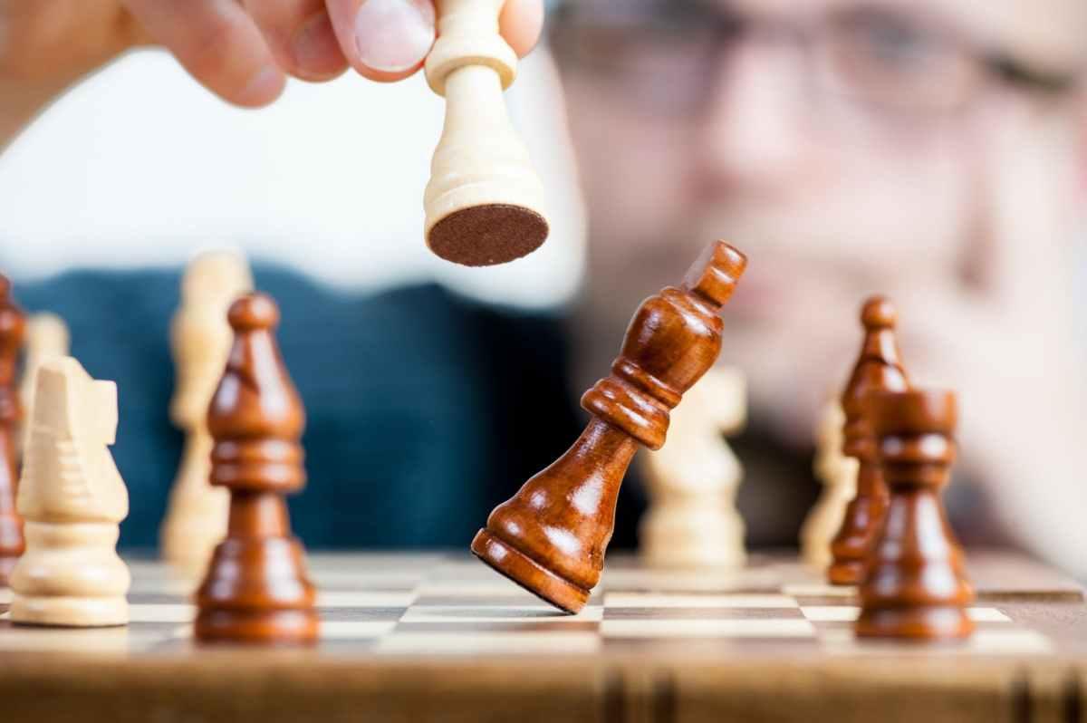 Challenging the status quo: Choosing between money andsuccess